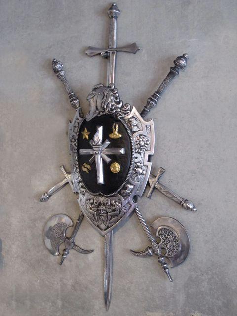 画像1: Shield with Crossed Swords