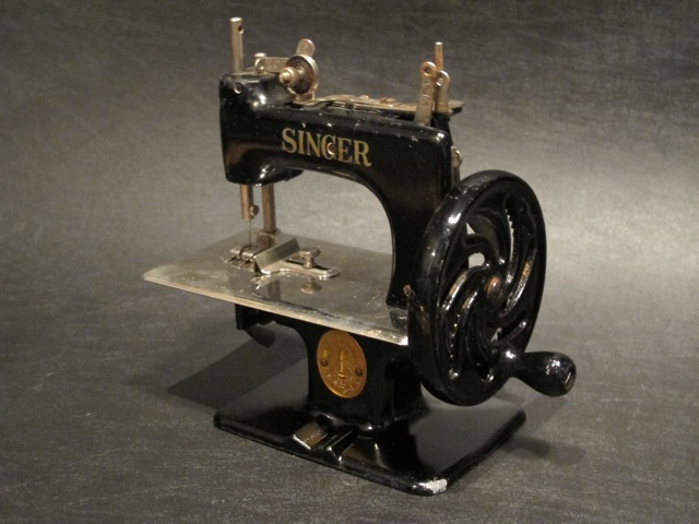 画像1: SINGER CHILDS SEWING MACHINE