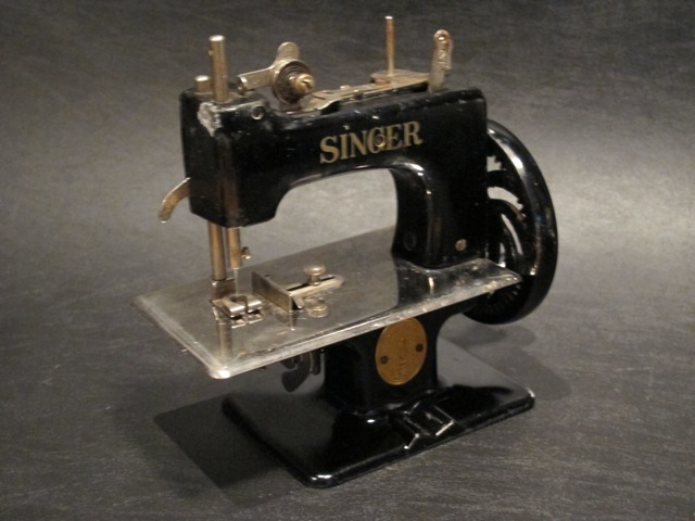 画像2: SINGER CHILDS SEWING MACHINE