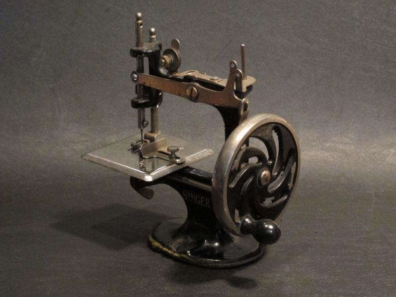 画像1: U1922 SINGER 20 TOY SEWING MACHINE